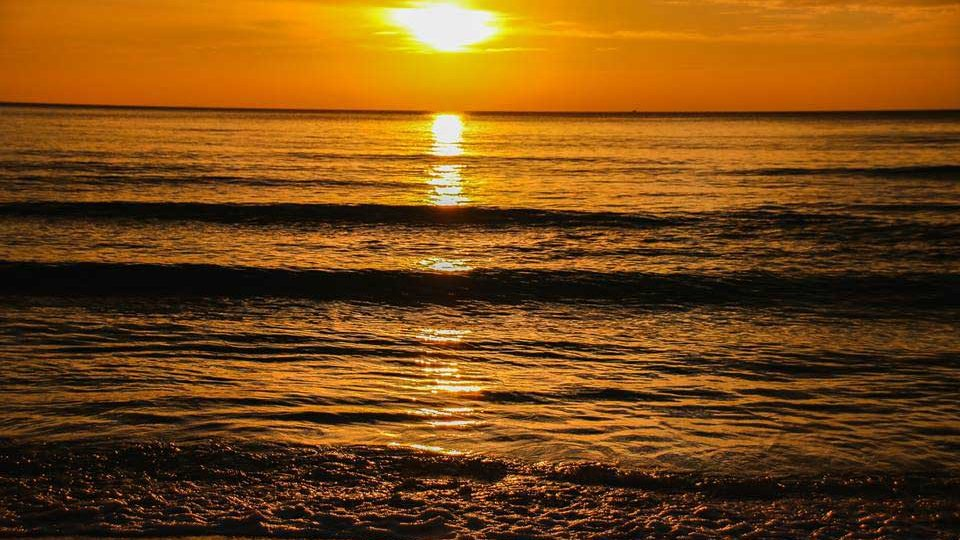Sunset-on-Long-Beach-Koh-Rong-Island-in-Cambodia-2